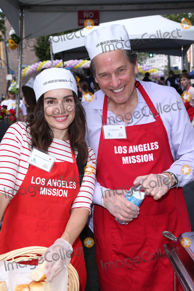 Ana De la reguera Photo - 14 April 2017 - Los Angeles California - Ana de la Reguera Tim Matheson Los Angeles Missions Easter Celebration For The Homeless Photo Credit AdMedia