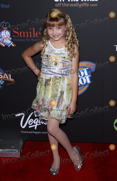Samantha Bailey Photo - 19 June 2011 - Las Vegas Nevada - Samantha Bailey 2011 Daytime Entertainment Emmy Award Arrivals at The Las Vegas Hilton  Photo Credit MJTAdMedia