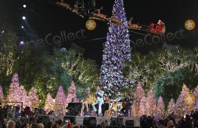 Kenny Edmonds Photo - 17 November 2013 - Los Angeles California - Kenny Edmonds Babyface Toni Braxton 11th Annual Christmas Tree Lighting Spectacular held at The Grove Photo Credit Kevan BrooksAdMedia