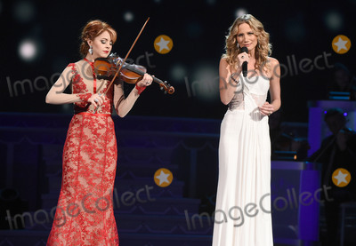 Jennifer Nettles Photo - 07 November 2015 - Nashville Tennessee - Lindsey Stirling Jennifer Nettles 2015 CMA Country Christmas held at the Grand Ole Opry House Photo Credit Laura FarrAdMedia