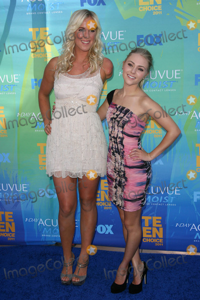 Bethany Hamilton Photo - Bethany Hamilton AnnaSophia Robbat the 2011 Teen Choice Awards Universal Amphitheater Universal City CA 08-07-11
