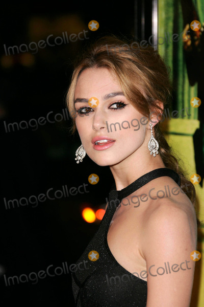 Keira Knightley Photo - Keira Knightleyat the premiere of Domino Graumans Chinese Theatre Hollywood CA 10-11-05