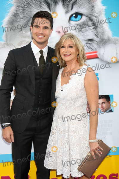 Amel Photo - Robbie Amell Jennifer Amellat the Nine Lives Premiere TCL Chinese Theater IMAX Hollywood CA 08-01-16
