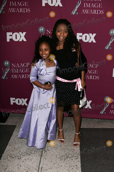 Aree Davis Photo - Dee Dee Davis and Aree Davis at the 36th NAACP Awards Arrivals Dorothy Chandler Pavilion Los Angeles CA 03-19-05