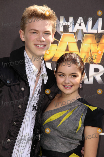 Kenton Duty Photo - Kenton Duty and Ariel Winterat Cartoon Networks first ever Hall Of Game Awards Barker Hanger Santa Monica CA 02-21-11