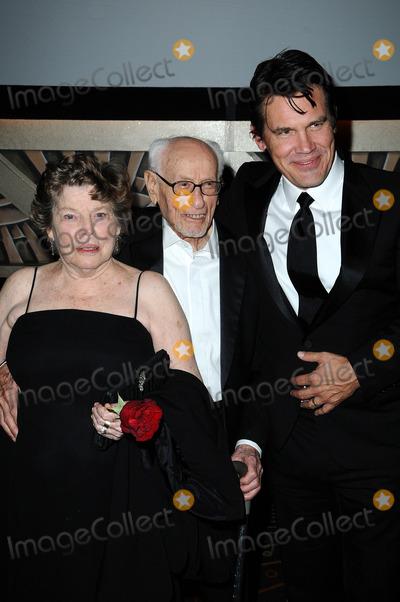 Anne Jackson Photo - Anne Jackson Eli Wallach and Josh Brolinat the  2nd Annual Academy Governors Awards Kodak Theater Hollywood CA  11-14-10