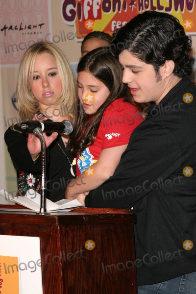 Shae Photo - Skyler Shae and Josh Peck at the Giffoni Hollywood Press Conference to announce the 4 day childrens film festival Nickelodeon Studios Hollywood CA 03-25-05