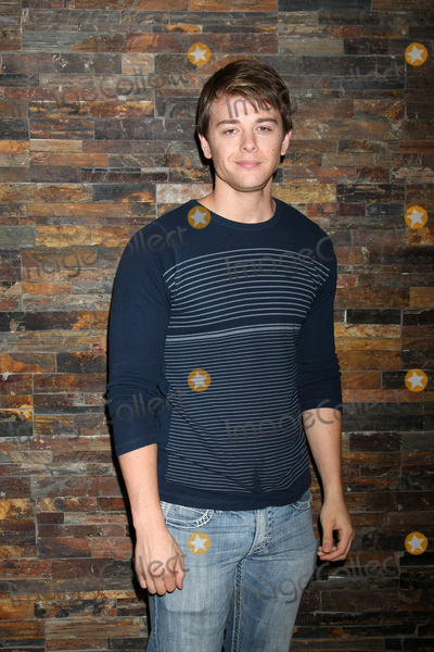 Chad Duell Photo - LOS ANGELES - AUG 8  Chad Duell at the General Hospital Fan Club Luncheon Arrivals at the Embassy Suites Hotel on August 8 2015 in Glendale CA