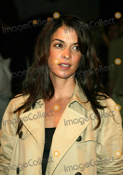 ANABELLA SCIORRA Photo - Photo by Peter KramerSTAR MAX Inc - copyright 200391503Anabella Sciorra at the Marc jacobs fashion show(NYC)