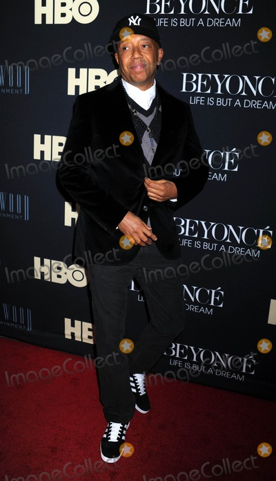 Russell Simmons Photo - Photo by Dennis Van Tinestarmaxinccom2013starmaxinccomALL RIGHTS RESERVEDTelephoneFax (212) 995-119621213Russell Simmons at the premiere of Beyonce Life Is But A Dream Premiere(NYC)