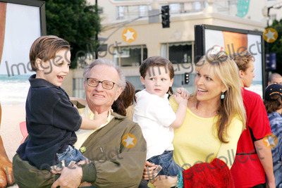 Larry King Photo - Photo by REWestcomstarmaxinccom2004111404Larry King and family at the premiere of Sponge Bob Square Pants The Movie(CA)