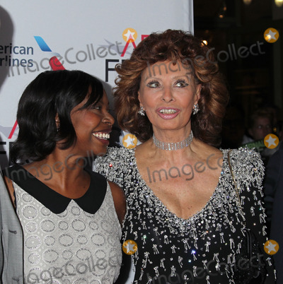 SOFIA LOREN Photo - Photo by REWestcomstarmaxinccom2014ALL RIGHTS RESERVEDTelephoneFax (212) 995-1196111214Jacqueline Lyanga and Sofia Loren at a screening of Still Alice(Los Angeles CA)