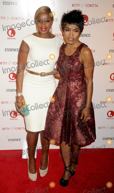 Mary J Blige Photo - Photo by Dennis Van Tinestarmaxinccom2013starmaxinccomALL RIGHTS RESERVEDTelephoneFax (212) 995-119612813Mary J Blige and Angela Bassett at the premiere of Betty  Coretta(NYC)
