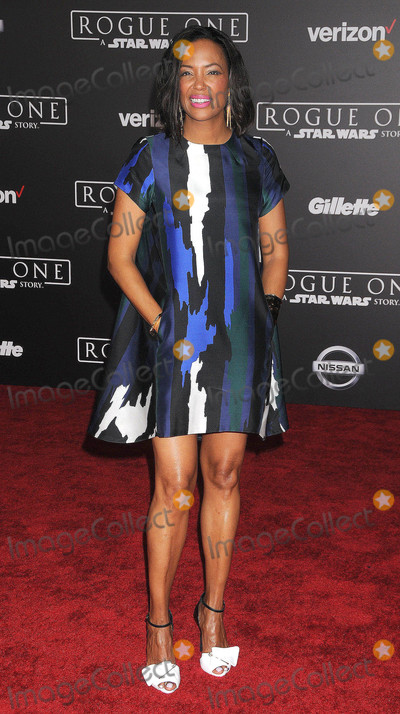 Aisha Tyler Photo - Photo by GalaxystarmaxinccomSTAR MAX2016ALL RIGHTS RESERVEDTelephoneFax (212) 995-1196121016Aisha Tyler at the premiere of Rogue One A Star Wars Story(Los Angeles CA)