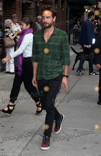 Tom Mison Photo - Photo by KGC-146starmaxinccomSTAR MAX2014ALL RIGHTS RESERVEDTelephoneFax (212) 995-1196102814Tom Mison is seen at The Late Show(NYC)
