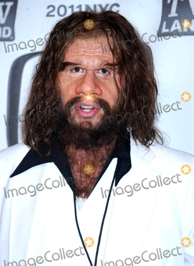 GEICO CAVEMAN Photo - Photo by Dennis Van Tinestarmaxinccom201141011The Geico Caveman at the 9th Annual TV Land Awards(NYC)