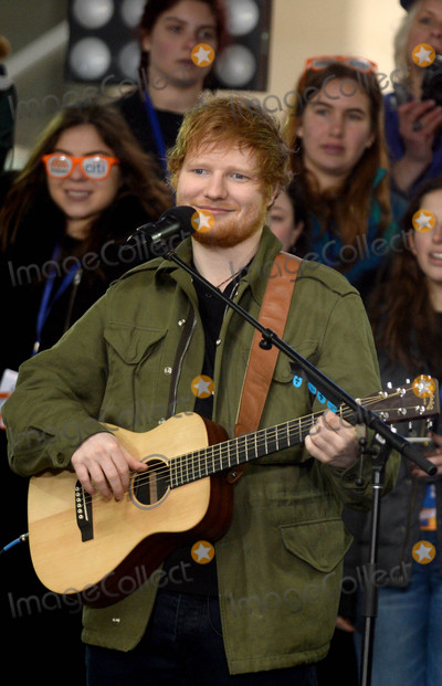 Ed Sheeran Photo - Photo by Dennis Van TinestarmaxinccomSTAR MAX2017ALL RIGHTS RESERVEDTelephoneFax (212) 995-11963817Ed Sheeran performs on The Today Show in New York City