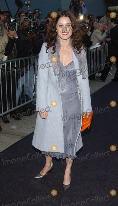 Robin Tunney Photo - Photo by Peter KramerSTAR MAX Inc - copyright 200242302Robin Tunney at the premiere of HollywoodEnding(NYC)