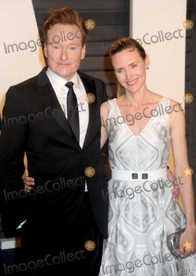 Conan OBrien Photo - Photo by Dennis Van TinestarmaxinccomSTAR MAX2016ALL RIGHTS RESERVEDTelephoneFax (212) 995-119622816Liza Powel and Conan OBrien at The 2016 Vanity Fair Oscar Party(Beverly Hills CA)