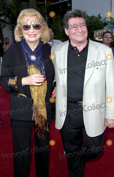 Gena Rowlands Photo - Photo by Michael Germanastarmaxinccom20058205Gena Rowlands and Robert Forrest at the premiere of The Skeleton Key(Los Angeles CA)
