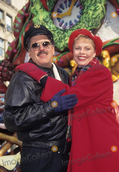 Daryl Dragon Photo - Captain  Tennille Toni Tennille Daryl Dragon 1996 Thanksgiving Day Parade in New York K7090hmc Photo by Henry Mcgee-Globe Photos Inc