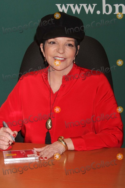 Liza minnelli pictures and photos for Barnes and noble winter garden