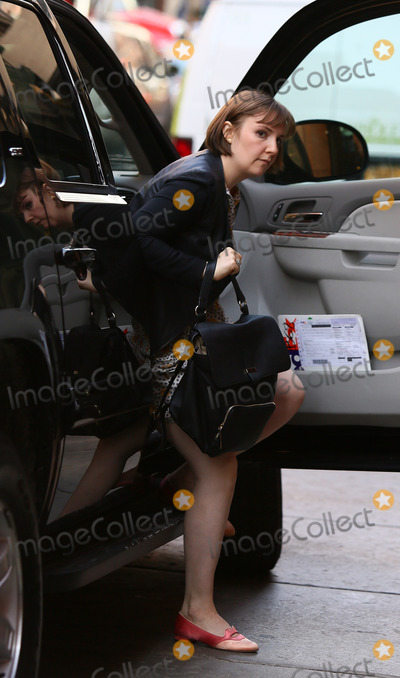 Lena Dunham Photo - April 14 2014 New York CityActress and writer Lena Dunham arrived at Taylor Swifts Tribeca apartment on April 14 2014 in New York City