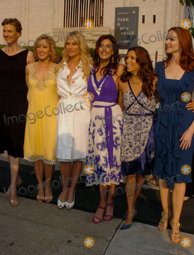 NICOLE SHERIDAN Photo - Actors Brenda Strong Felicity Huffman Nicole Sheridan Teri Hatcher Eva Longoria and Marcia Cross arriving at the ABC 2006-2007