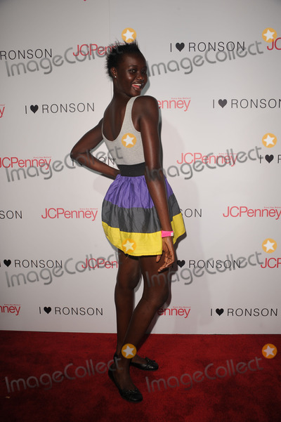 ATAUI DENG Photo - Model Ataui Deng at the celebration of the I Heart Ronson collection on August 20 2009 in New York City