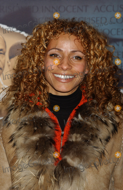 Michelle Hurd Photo - NEW YORK JANUARY 25 2005    Michelle Hurd at the premiere of the Court TV movie The Exonerated