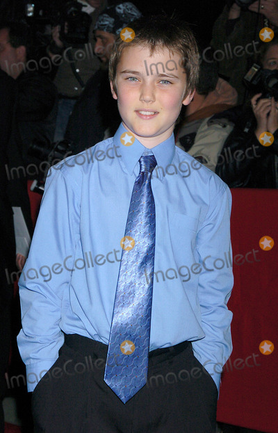 Cameron Bright Photo - NEW YORK OCTOBER 26 2004    Cameron Bright attends the NYC premiere of Birth