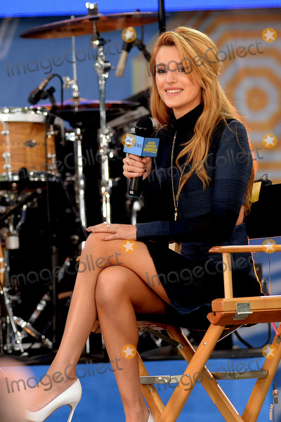 Bella Thorne Photo - May 23 2014 New York CityBella Thorne performing on GMA at Rumsey Playfield in Central Park on May 23 2014 in New York City