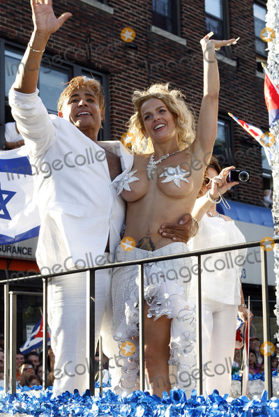 Niurka Marcos Photo - Cuban singer and actress Niurka Marcos and Eduardo Antonio at the Cuban Day Parade on June 6 2010 in Union City NJ