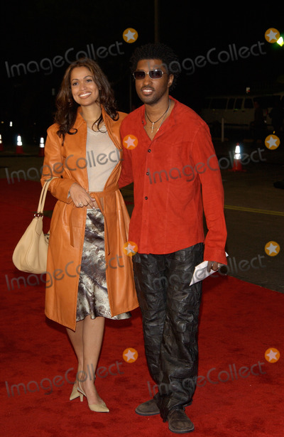 Babyface Photo - Singer KENNETH BABYFACE EDMONDS  date at the world premiere in Los Angeles  of We Were Soldiers25FEB2002  Paul SmithFeatureflash