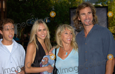 Michael Landon Photo - CINDY LANDON widow of actor Michael Landon with son  daughter  her boyfriend LARRY at the world premiere in Los Angeles of Jurassic Park III16JUL2001   Paul SmithFeatureflash