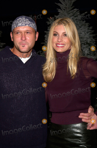 The Grinch Photo - Singers TIM McGRAW  wife FAITH HILL at the world premiere at Universal City of Dr Seuss How The Grinch Stole Christmas08NOV2000   Paul Smith  Featureflash