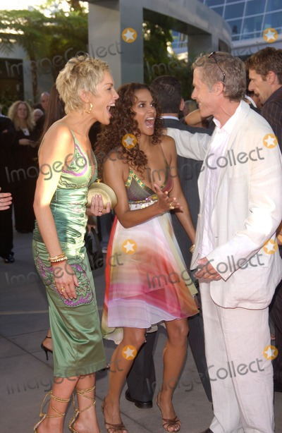 Michael Massee Photo - Actresses HALLE BERRY (right)  SHARON STONE  actor MICHAEL MASSEE at the world premiere in Hollywood of their new movie CatwomanJuly 19 2004