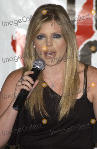 The Dixie Chicks Photo - THE DIXIE CHICKS star NATALIE MAINES at press conference in Santa Monica California for Rock the Vote to launch the Chicks Rock Chicks Vote campaignJuly 21 2003 Paul Smith  Featureflash