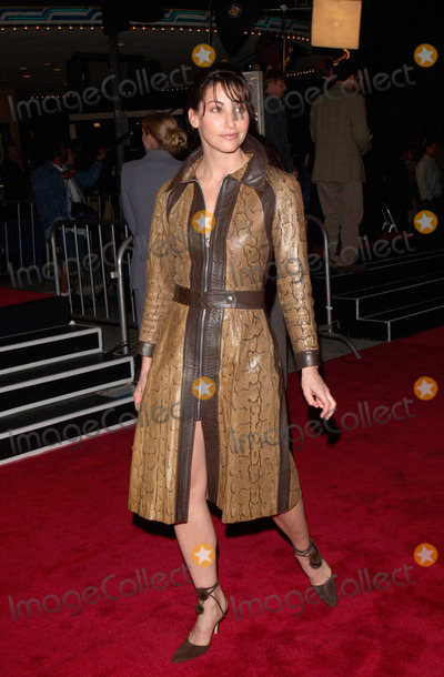 Albert Finney Photo - 14MAR2000  Actress GINA GERSHON at the world premiere in Los Angeles of Erin Brockovich which stars Julia Roberts  Albert Finney Paul Smith  Featureflash