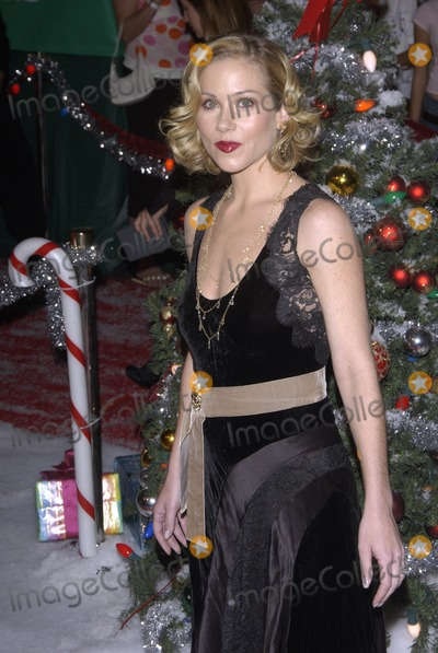 Christina Applegate Photo - Actress CHRISTINA APPLEGATE at the Hollywood premiere of her new movie Surviving ChristmasOctober 14 2004