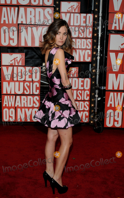 Rose Byrne Photo - Rose Byrne attends the 2009 MTV Video Music awards in New York City NY USA on September 13 2009