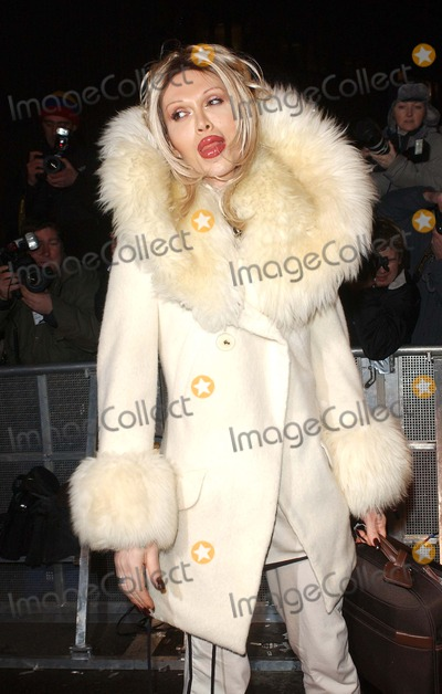 Pete Burns Photo - London Pete Burns arrives at the first night of the Celebrity Big Brother reality TV Show05 January 2006Eric BestLandmark Media