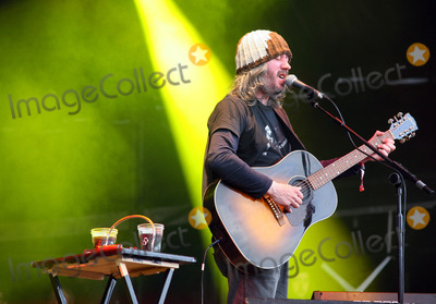 Badly Drawn Boy Photo - London UK Badly Drawn Boy ( Damon Gough ) performing live at the Apple Cart Festival in Victoria Park London 7th August 2011Justyna SankoLandmark Media