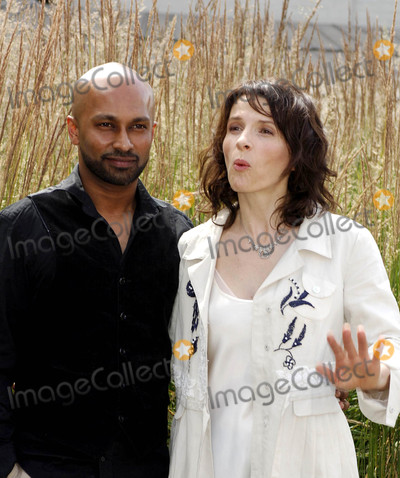 Akram Khan Photo - London UK Dancer and choreographer Akram Khan and actress Juliette Binoche attending the launch of the new dance theatre and film collaboration Jubi lation at Olivier Stalls Foyer level 2 National Theatre on the South Bank 4th July 2008Ali KadinskyLandmark Media