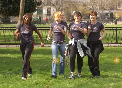 Arabella Weir Photo - London Emma Forbes Shazney Lewis Hermione Norris and Arabella Weir launch the five km charity walk Race for life for Cancer Research Uk at Lincolns Inn Fields16 March 2005Eric BestLandmark Media