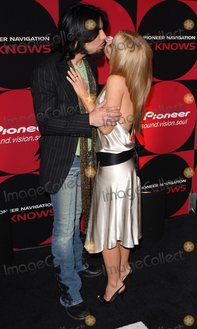 Dave Navarro Photo - Los Angeles Dave Navarro and Carmen Electra at the launch party of Pioneer Electronics new Automotive Navigation System held at the Montmartre Lounge Hollywood21 April 2005Trevor MooreLandmark Media