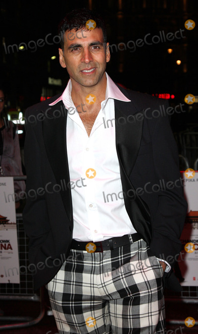 Akshay Kumar Photo - London UK Akshay Kumar at the premiere of Chandni Chowk to China at the Empire Cinema Leicester Square12 January 2009Keith MayhewLandmark Media