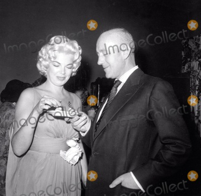 Alec Guinness Photo - Barbara Nichols and Alec Guinness Photo Nate CutlerGlobe Photos Inc