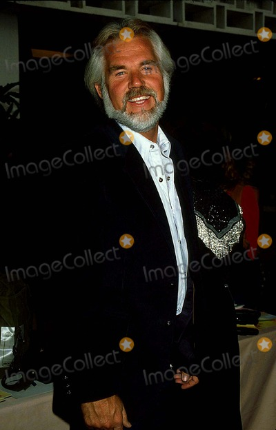 Kenny Rogers Photo - Kenny Rogers 1982 12192 Photo by Phil Roach-ipol-Globe Photos Inc