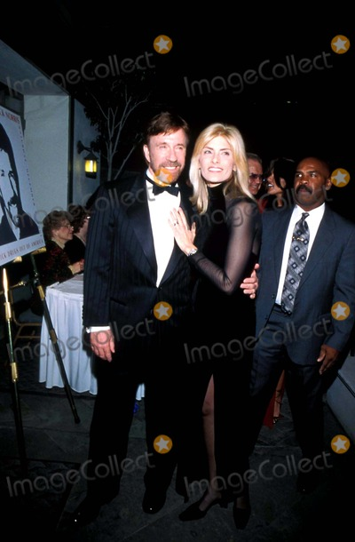 Chuck Norris Photo - Salute to Chuck Norris Fairmont Hotel Santa Monica California Chuck Norris and Wife Photo Amy Graves  Globe Photos Inc 2001 Chucknorrisretro